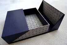 Schachteln, Mappen, Kassetten