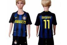 Billige fodboldtrøjer Inter Milan til børn / Køb billige Inter Milan fodboldtrøjer til børn online med oplag. Vi leverer nye Inter Milan billige fodboldsæt børn med lav pris og hurtig levering. Køb nu!