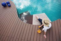 Terrain / Terrasses en bois composite / Modèle abordable qui bénéficie d'un aspect intemporel grâce à ses teintes ocrées, donnant à votre terrasse une beauté fascinante. Disponible en 5 couleurs.
