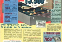 Electrophones / Publicités de tourne-disques et chaînes Hi-fi issues de journaux et magazines des archives de l'ESJ. En 1951 le premier 45 tours est commercialisé en France. Le 3 mai 1993 sa production massive est arrêtée.