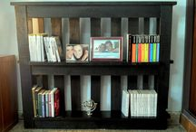 My own pallet bookcase!! / Pallets - Books - Bookcase - Library - Recicle