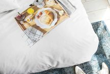 Stilig og hyggelig sengesett fra Snurk. / Gi soverommet ditt et personlig preg med et artig sengesett fra Snurk. Uansett om du drømmer om frokost på sengen hver morgen, om du ønsker å sendes ut i verdensrommet som astronaut, eller om du teller sauer for å sovne har Snurk et stort utvalg av sengetøy til å friske opp soverommet.