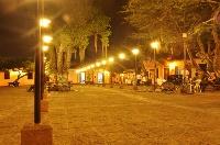 Girón uno de los pueblos más lindos de Colombia / San Juan de los Caballeros de Girón fue fundada en 1631 por Francisco Mantilla de los Ríos, poblado que pertenece al Área  Metropolitana de Bucaramanga. Es un pueblito con un visible estilo español, declarado Monumento Nacional (Ley de 1959), que conserva la arquitectura original del siglo XVIII, elementos que envuelven la mirada del viajero, remontándolo a aquellos años coloniales.