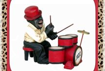 Life Like Jazz Band Statues / Having high quality statues, props and displays with the strongest materials is a great place to start. Butlers and Signs has a great group of jazz statues that are fun and musically influenced by the smooth sounds of great jazz music.  This adorable group is uniquely designed with beautiful eye catching details, with the lifelike design that's impossible to ignore. Butlers and Signs has in stock inventory ready to be shipped out to the destination of your choice. Shop with us today!