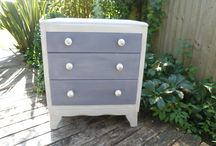 chest of drawers / beautiful French style small chest of drawers with ceramic knobs