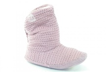 Slippers / Ensure you stay warm this winter. We have a huge selection of slippers to keep your toes toasty.