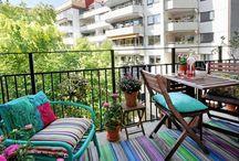 Balkon dekorasyonu / Çoğu zaman fazla eşyayı depolamak için kullanılan balkonlar bir kaç dekorasyon fikri ile küçük birer bahçeye dönüşmeyi bekliyor. Sizde balkonlarınıza balkon dekorasyonu yaparak zaman geçireceğiniz güzel bir alan elde edebilirsiniz.