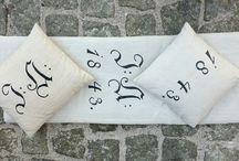 Einrichten / aus altem Leinen hergestellte Polster und Kissen