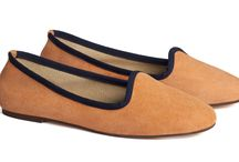 O R A N G E // A juice, please / If matching very flashy and showy colors like orange could scary , start from a pair of orange shoes. Orange ballet flats are a must have in the wardrobe because they will give a vitamin charge to any sober look. The classic ballerinas' shape could balance this bright colour. Equally a flashy color like orange makes flats less formal and more fun. Orange ballet flats are perfect for women who likes to cheer up their days with a touch of vitamin and color! #orange #orangeshoes #orangeballetflats