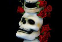 Skulls skulls and more skulls  / Everything about skulls