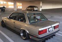 BMW e30 / Tablica jest na temat starego samochodu marki BMW serii 3 szczególnie Jak wskazuje nazwa E30