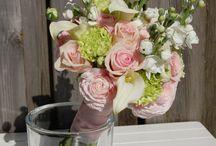 maaike & wouter / bruiloft in veldbloemen stijl pastel tinten met iets van kleur. losjes-springerig