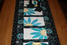 Quilting - Runners/Toppers / by Lisa Babuick