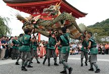 Festivals: Dance of the green dragon at Kiyomizu-dera / According to chinese cosmology, the green dragon is the protector of the eastward direction. The ancient temple Kiyomizudera situated in the eastern suburbs of Kyoto prays for his blessings several times a year with a colorful festival.