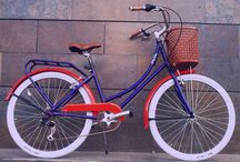Beach cruiser bike and hemlet