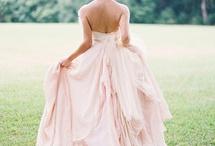 THE dress... / by Becky Jezuit