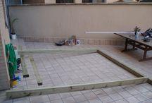 Instalación de pérgola de madera natural en una terraza interior de Barcelona