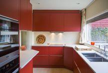 Keukens || Kleurrijk / Speciaal voor de mensen die niet van basic houden; de kleurrijke keukens! Doe hieronder inspiratie op voor jouw eigen keuken in kleur.