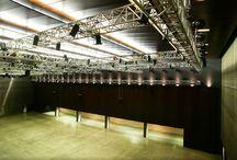 HALLE <Teil B> / Mit 1.100 m2 der größte der drei Hallenteile. Längs, quer, von Westen nach Osten und andersrum bespielbar. Ganz zu schweigen von den Formaten - Klassik, Elektronik, Pop/Rock, Gala, Maturaball, Präsentationen, Kongresse, Film, Vortrag uvm. HELMUT LIST HALLE