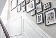 Képek lépcsőházban