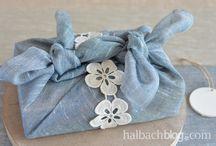 Geschenke verpacken nachhaltig DIY / Hier findest du Inspiration, wie du mit Materialien, die du zu Hause hast Geschenke verpacken kannst. Teilweise kannst du die Verpackung mehrmals verwenden.