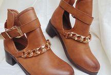 Zapatos B a la moda