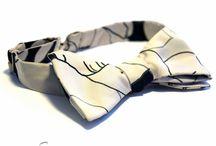 """Papioane Self-tie Barbati / Papion traditional ce este compus din doua benzi de material pe care purtatorul are posibilitatea de a le lega de mana si este cunoscut ca si """"tie-it-yourself"""", sau papion """"liber"""" ."""