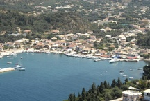 Sivota / Sivota er en moderne kyst- og ferieby med virkelig hyggelig havnepromenade med barer, restauranter og butikker.