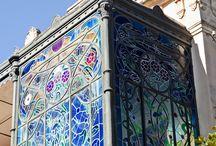 Art Nouveau / Jag gillar denna stil. Den känns naturlig och som en hyllning till det vackra i livet och de sammanvävda ekosystem vi är del av.