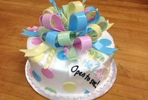Gender Reveal / Dying the cake or filling inside is an awesome to way of revealing your babies gender!