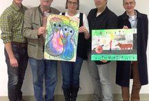 Lions Internationaler Friedensplakat-Wettbewerb 1014 / Seit 1988 lädt die Lions Clubs Jugendliche zwischen 11 und 13 auf der ganzen Welt ein, Plakatentwürfe für den Weltfrieden zu malen und einzureichen. Im Lungau beteiligten sich in diesem Jahr die Neue Mittelschule Tamsweg und das Tamsweger Gymnasium. Insgesamt mehr als 200 Schüler reichten ihre Werke, die sie im Kunstunterricht angefertigt hatten, zur Beurteilung durch die Jury ein. Die beiden Siegerplakate werden an der österreichischen Gesamtausscheidung in Wien teilnehmen.