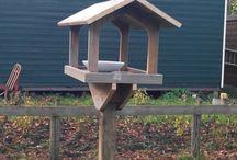 Vogelvoerhuisje / bird feeder / Fotoreportage van het maken van een vogelvoer huisje  The making of a bird feeder