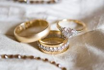 Wedding Ring Photo Ideas / Are you a photographer stuck on creating new ways to place the wedding bands? Check these pins out. They are trendy and creative.