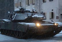 MODERN - M1 ABRAMS / M1 Abrams–czołg podstawowykonstrukcji amerykańskiej. Czołg został nazwany imieniem generałaCreightona Abramsa– dowódcy 37 Batalionu Pancernego Armii Stanów Zjednoczonych w czasieII wojny światowej, a później dowódcy wojsk amerykańskich biorących udział wwojnie wietnamskiej. Charakterystyczne jest, że wieża zajmuje prawie tak wielkie pole, jak reszta czołgu.