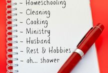 Homeschool & Housekeeping / Kick the struggle to keep your house clean while homeschooling. Organization, cleaning hacks, how to control paper clutter and so much more!