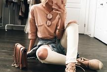 CLOTHES & OUTFITS