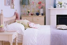 Country style bedroom ideas / Want to give your bedroom a relaxed look that's pretty too? Contemporary or traditional, country style works for all homes. Be inspired by our board.