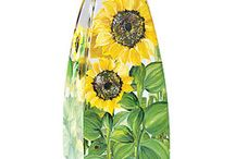 Sensational Sunflowers / Bask in the summer with sunflowers, the flowers that bring a smile to anyone's day.  Sunflowers | home décor | wine glasses | hand painted | handmade | summer | flowers