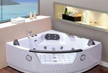 Baignoires balnéo / Quoi de mieux que de se prélasser après une longue journée de travail dans un bain à bulles seul ou à deux? Découvrez notre sélection de baignoires balnéo équipées de chromothérapie pour un bien-être total.