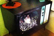 Old tv turned to cat bed / Turned this trash treasure into my cats new bed and hangout :)