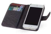 ZENEA / Skinn i tidløst design. Wallet er en smart kombinasjon av lommebok og mobilbeskyttelse. Sammen med din iphone får du tre kortlommer og en seddellomme. Dette er deksel i vegetabilsk garvet okseskinn som varer over tid. Se coverme.no.