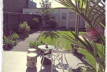 Terase in vrtovi / Vrt, atrij, terasa ali balkon so odlične dopolnitve našega doma. Uredimo jih tako, da bomo na njih z veseljem preživljali čas in gostili prijatelje.