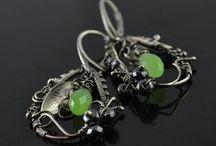 Kolczyki / Strona przedstawia kolekcję srebrnych kolczyków dostępną w sklepie Galeria Pomysłu.
