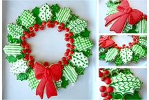 Platters and Wreaths Cookie Arrangements / Platters and wreaths made of cookies.