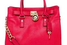 pretty bags / by Adriana Hamad
