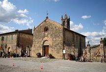 MONTERIGGIONI  PIEVE SANTA MARIA ASSUNTA / Immagini della Pieve di Santa Maria Assunta al Castello di Monteriggioni