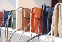 """Design / Falun Borlänge-regionen är en spännande plats för all typ av design. Bland dagens formgivare från regionen vill vi nämna Lina Rickardsson """"Pappelina"""" från Falun, känd för sina moderna plastmattor. Eller Ulf Hanses från Djura utanför Gagnef, vars träleksaker har blivit riktiga nutida klassiker. Mest känd är hans bil, Streamliner. Den är Utmärkt Svensk Form, på riktigt. Ett annat exempel är företagets 3M s hjälm """"Speedglas"""" som är en av världens mest sålda svetshjälmar."""