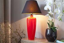 Haute Couture für Ihr Zuhause / Elegant und zeitlos ist das Motto von Signature Home Collection . Das Label Signature Home Collection entwirft seit 1982 in München klassisch-schöne Wohnaccessoires und Möbel, die durchaus auch mal etwas extravaganter sind! Ob Leuchten aus mundgeblasenem Glas, edle Keramiklampen in sattem Gelb – mit diesen Unikaten, die in Italien mit viel Liebe handgefertigt werden, verleihen Sie Ihrem Zuhause Glamour und Eleganz.