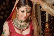 Joyería De Bodas Indias / La joyería en las bodas indias es muy colorida y extravagante. Encuentra los mejores diseños en: https://tendenciasjoyeria.com/joyeria-bodas-indias/