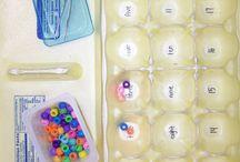 Leg / Sorter perler i æggebakke med pincet